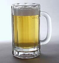 Cóctel de cerveza con limón